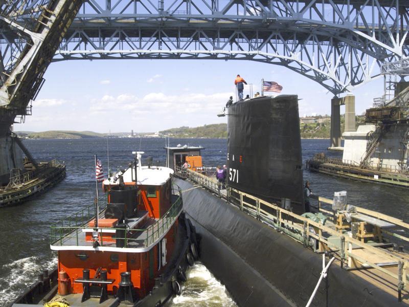 ' ' from the web at 'http://www.subguru.com/nautilus/Nautilus_under_bridge.jpg'
