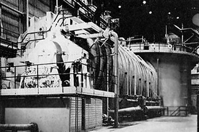 ' ' from the web at 'http://www.subguru.com/nautilus/S1W_reactor.jpg'